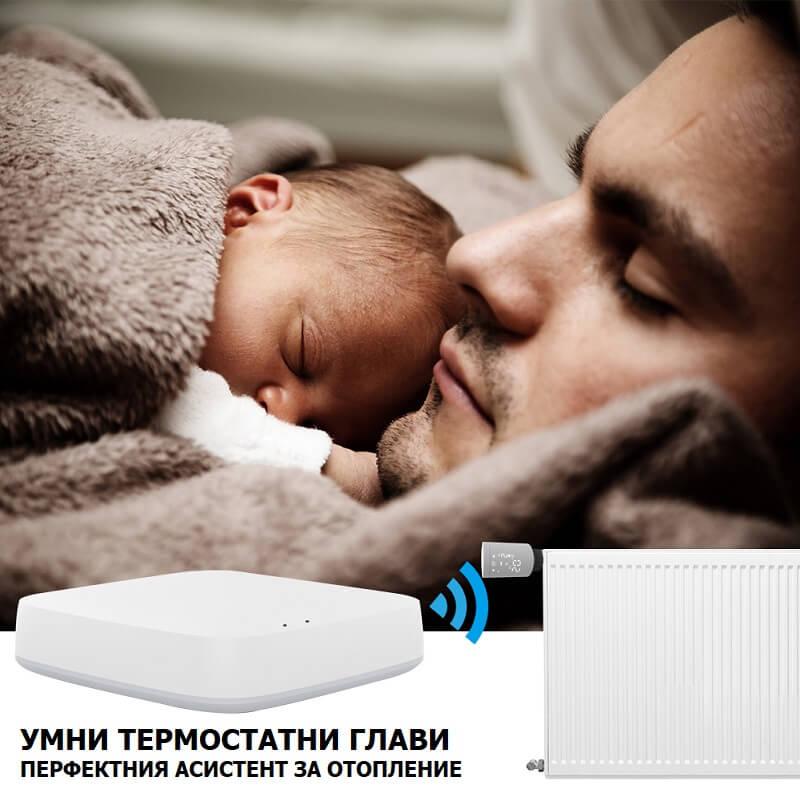 баща и бебе се отопляват на радиатор